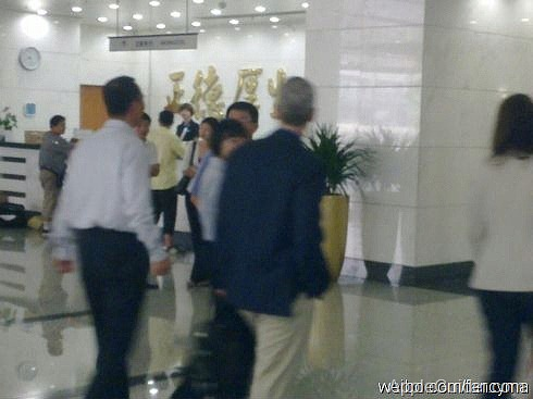 tim-cook-visits-china-mobiles-headquarters